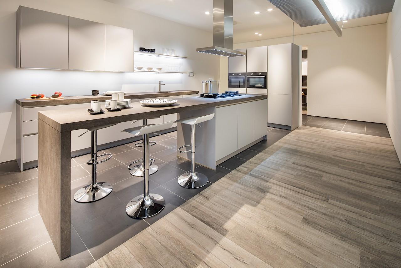 Nuva keukens greeploze keukens voor ieder budget - Luminai re voor de keuken bar ...